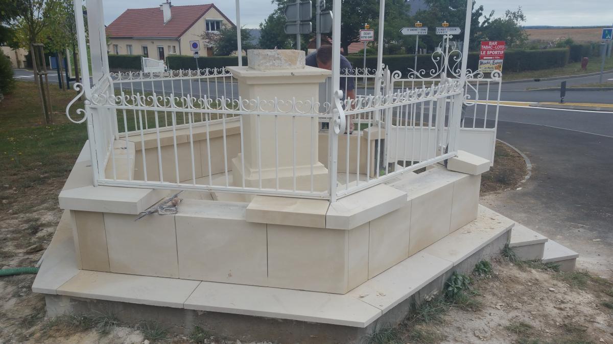 Bar En Pierre De Taille taille de pierre détaillée sur un monument à esquay-notre